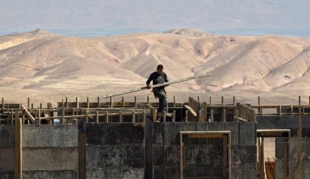 La machine à construire huile ses rouages dans les Territoires