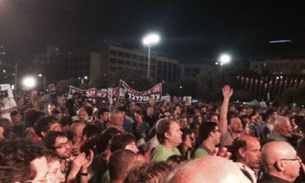 Plus de 10 000 manifestants pour la paix place Rabin