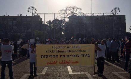 Les Arabes manifestent à Tel-Aviv pour le droit au logement…