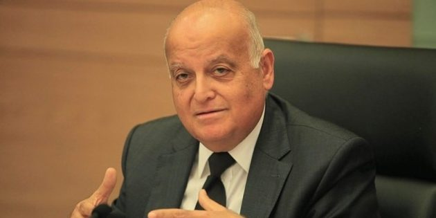 Prendre des terres aux Palestiniens… et les empêcher de se défendre ?